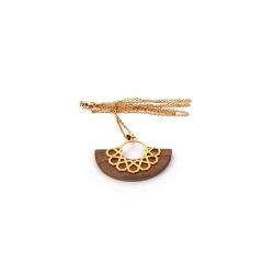 گردنبند دست ساز زنانه آرانیک مدل مشبک برنجی با قاب چوبی کد 1510500025