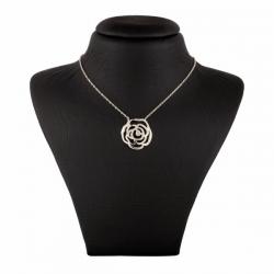 گردنبند طلا 18 عیار زنانه طرح گل کد UN0046