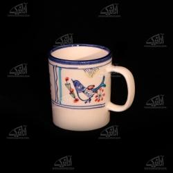 لیوان سفالی آرانیک دسته دار نقاشی زیر لعابی رنگ سفید طرح پرنده مدل 1002900005