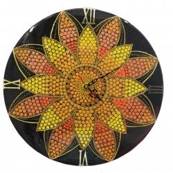 ساعت دیواری مدل نقطه کوبی طرح گل