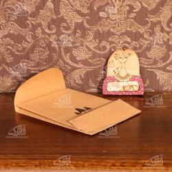 سنجاق سینه چوبی رنگ آمیزی طرح مهربان مدل 1512500005
